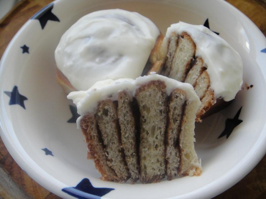 Cinnamon buns with vanilla icing