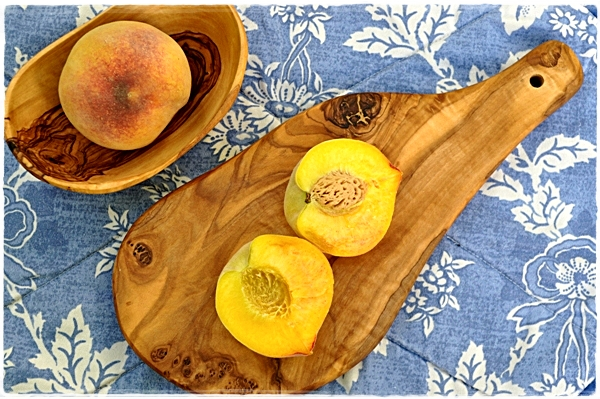 Peaches and a chopping board