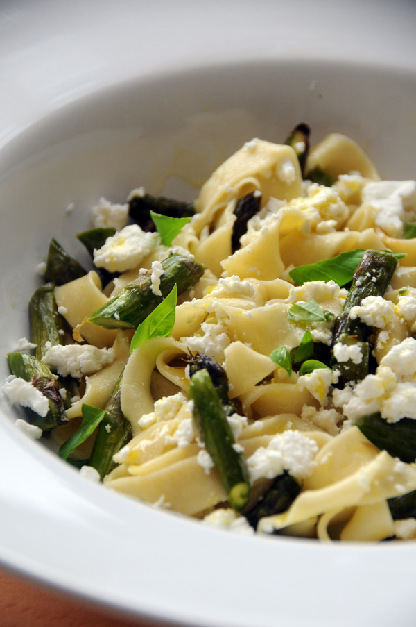 asparagus and goats' cheese