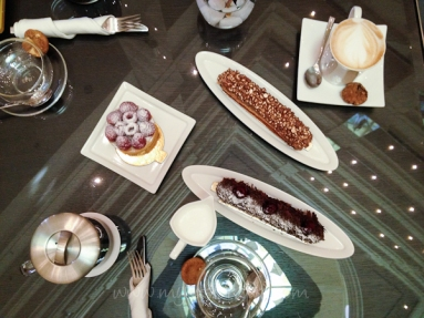 Eclairs, coffe and tea