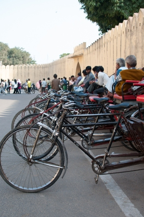 Bicycle rickshaws outside Janta Manta