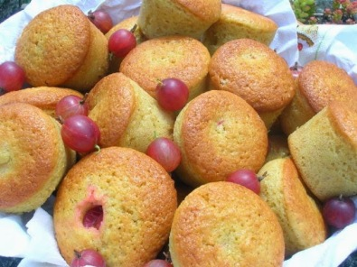 red gooseberry cakes baked by Choclette on Chocolate Log Blog.