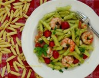 Garganelli pasta with courgettes pesto and prawns