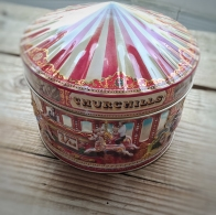 A house guest gave me this lovely tin of shortbread