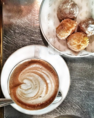 Cappuccino and fratelli. How to have breakfast in Milan, Italy by My Custard Pie