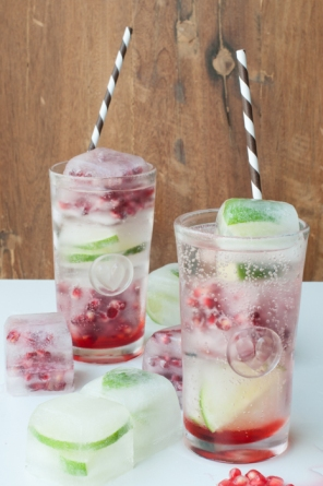 Bookmark for long hot summer days or when you are dreaming of summer. Pomegranate Cointreau fizz on mycustardpie.com