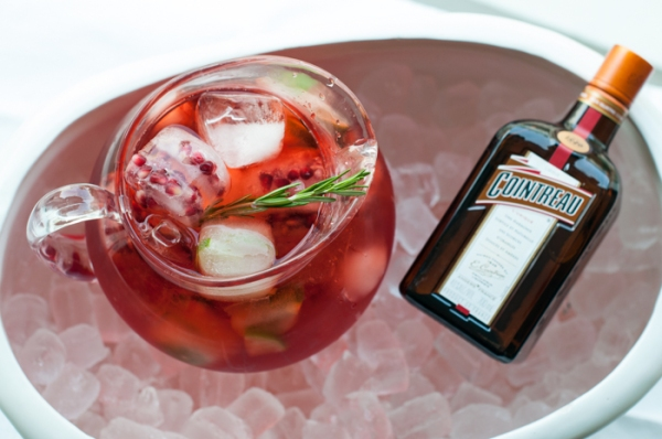 Perfect for a summer party. Pomegranate Cointreau fizz on mycustardpie.com