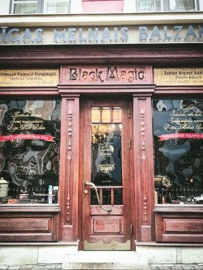 wooden front of cafe Black Magic