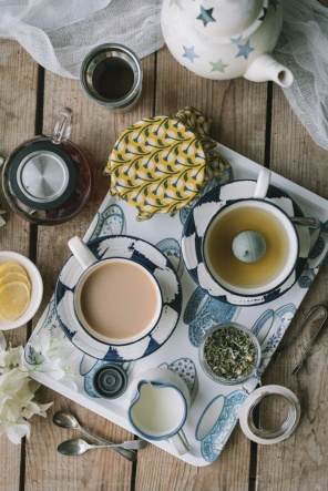 A tray with methods of tea making that doesn't use tea bags