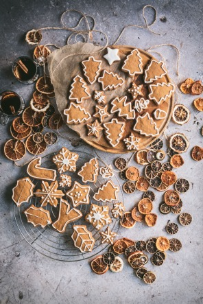 gingerbread biscuits and dried orange and lime slices