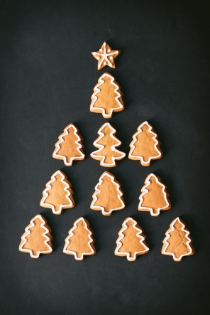 gingerbread trees in the shape of a christmas tree