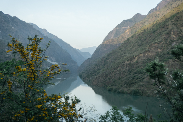 view of the Beas river from the road to Manali
