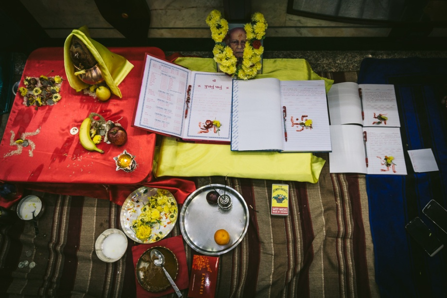 Hindu scripts and offerings