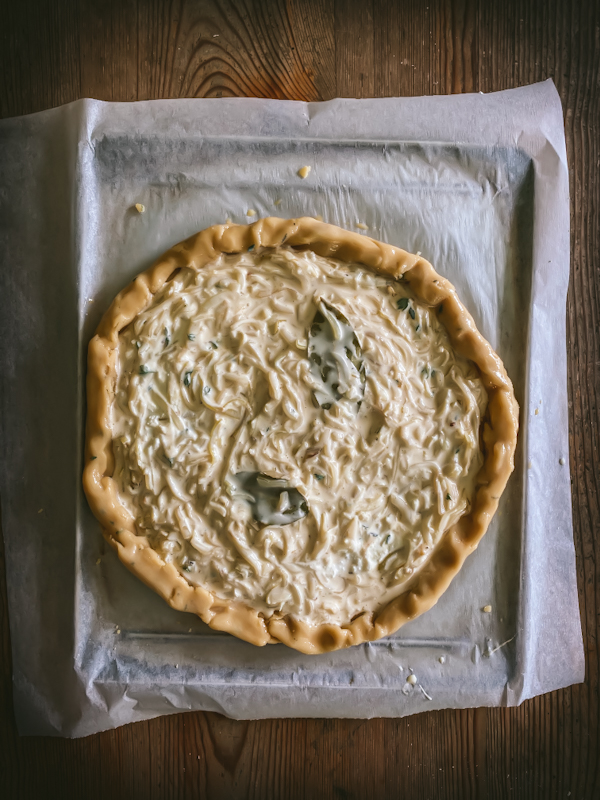 Uncooked onion and thyme tart